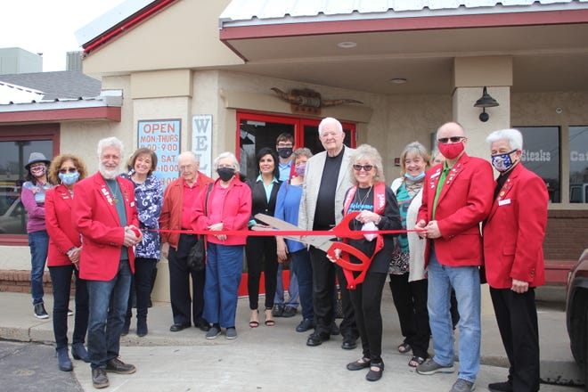 Ribbon cutting for Welcome Pardner!
