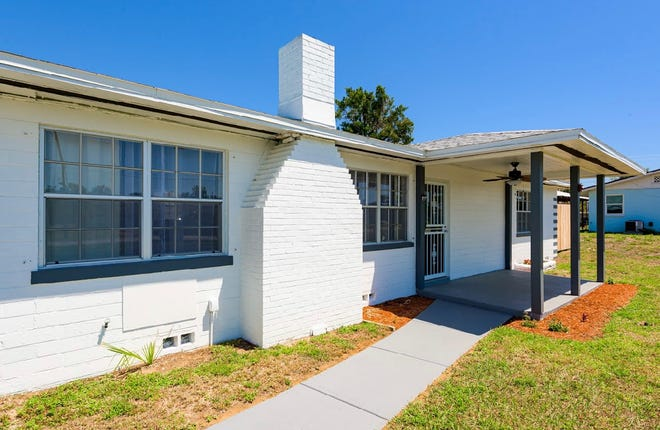This Daytona Beach bungalow sits on a large lot, just a few blocks from the ocean and three blocks from Bellair Plaza.