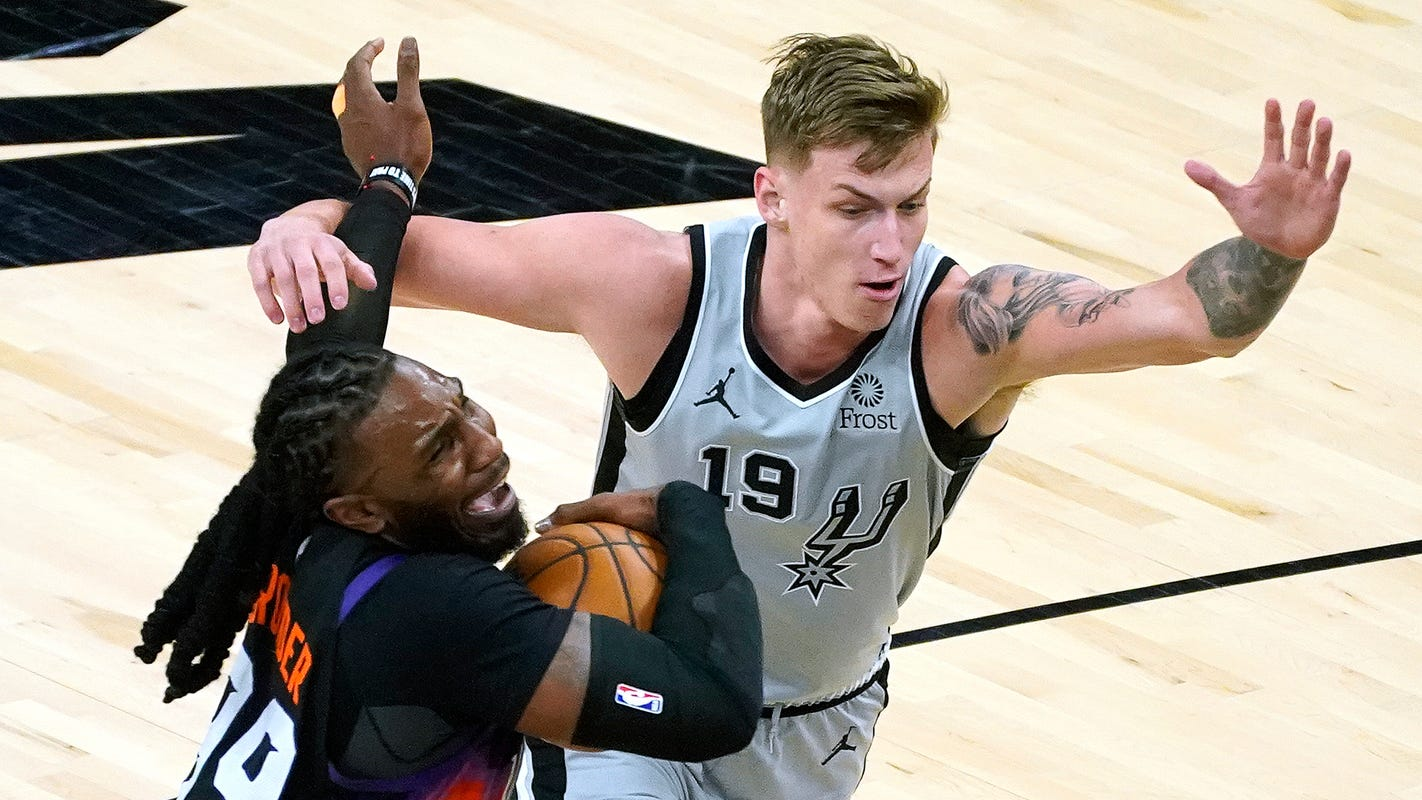 Phoenix Suns: Look back at ugly loss vs. Spurs, ahead to pivotal five-game road trip starting in Milwaukee