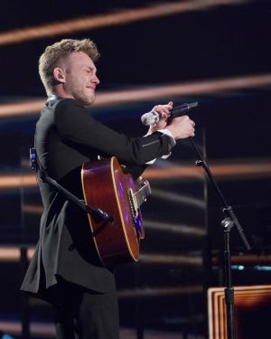 "Hunter Metts, 22, broke down in tears after appearing to forget the lyrics of ""Falling Slowly"" from ""Once"" toward the end of his performance. The judges comforted the software developer, with Katy Perry telling him that ""perfection is an illusion."""