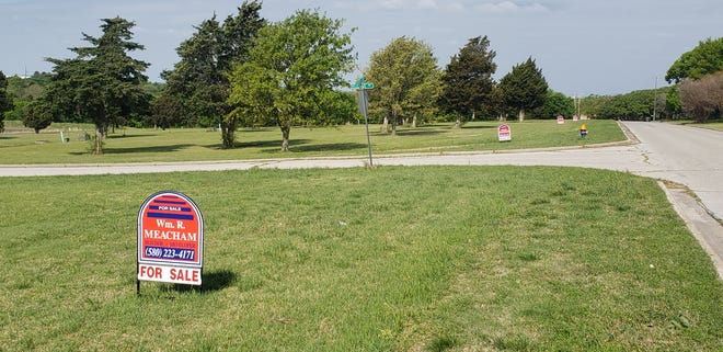 Sale signs dot empty lots along Country Club Road Tuesday, April 20, 2021. The Ardmore City Commission on Monday approved the final plat for 19 lots at the new Reserve at Dornick Hills addition on Country Club Road and Canyon Drive.