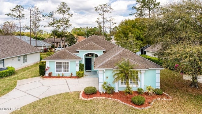 This bright and open three-bedroom, two-bath home is ideally situated in Hunters Ridge in Ormond Beach.
