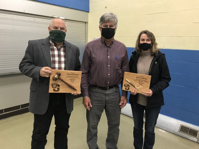 Outgoing Board members were presented with plaques in commemoration of their service.  From Left to Right : Gary Edmonds, Board President John VandeVelde  and Darcy Jeffries
