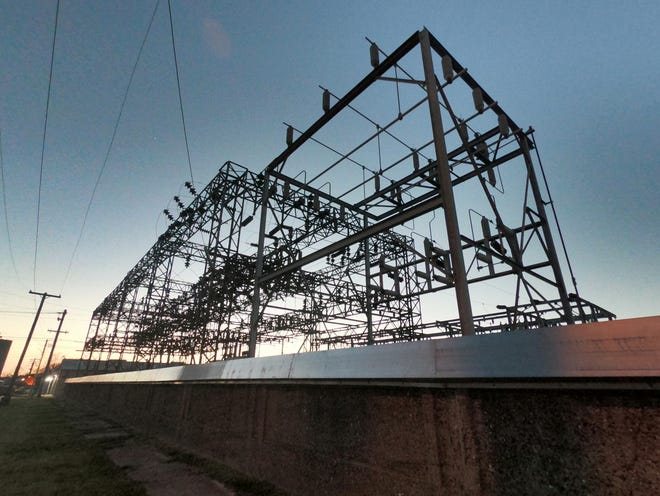 A new agreement with Homefield Energy for municipal aggregation of electricity supply was approved by the Galesburg City Council at its meeting Monday night.