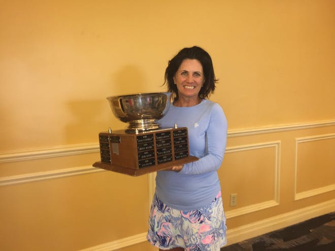 Carolina Hart won the 2021 Palm Beach County women's amateur golf tournament by one shot over Sue Cohn.