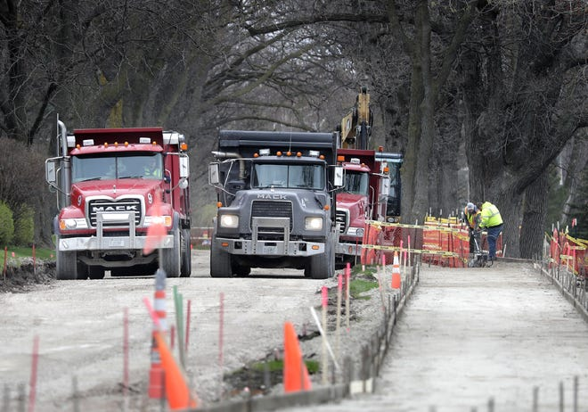 Construction work on Lakeshore Avenue in Neenah is scheduled to be finished before Memorial Day.