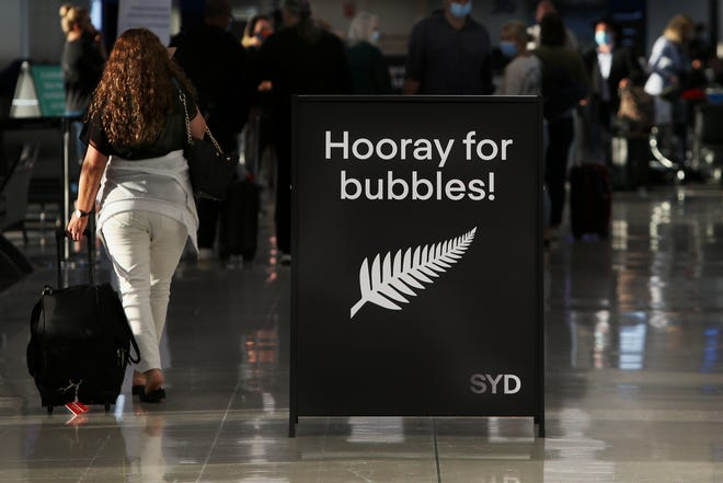 The trans-Tasman travel bubble between New Zealand and Australia began Monday, with people able to travel between the two countries without needing to quarantine