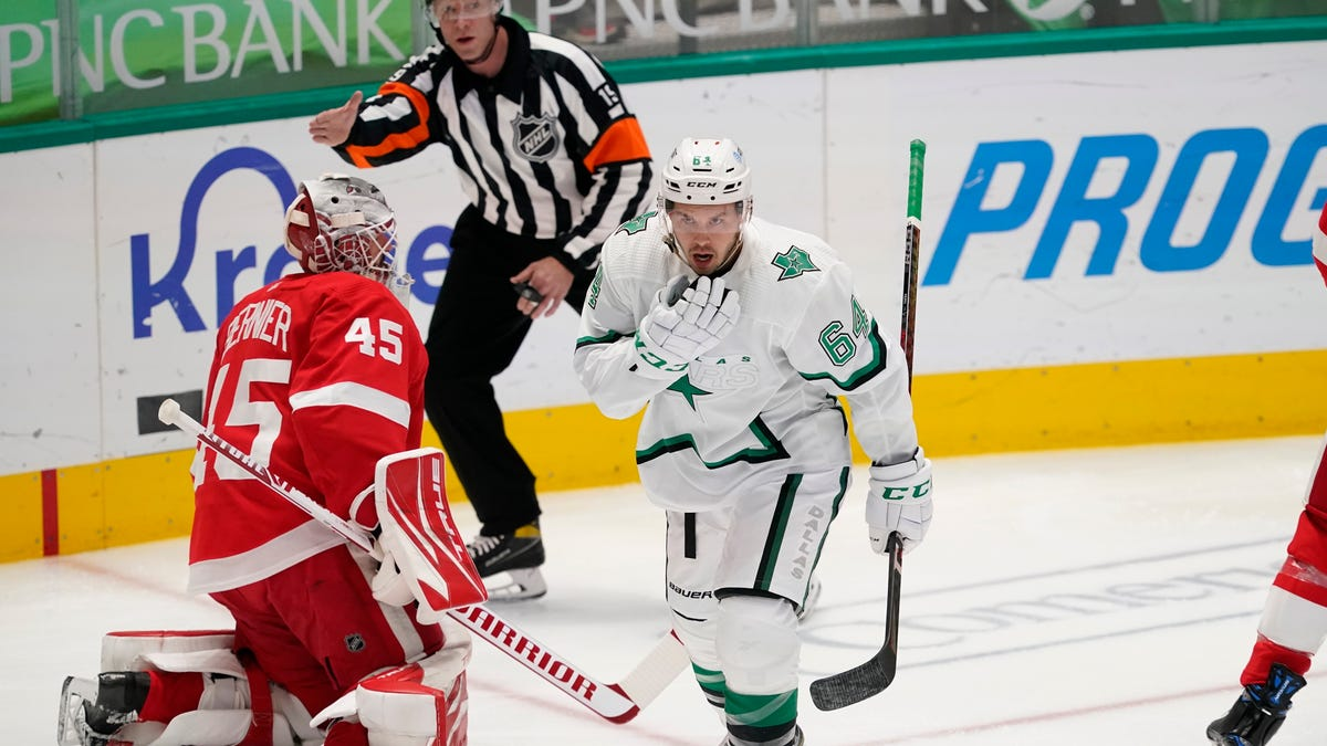 Quick start lifts Stars to 5-2 win over Red Wings 1
