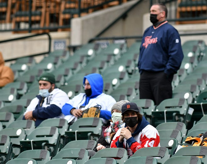 The Tigers menawarkan setidaknya dua bagian dari tiket $ 10 untuk setiap pertandingan kandang musim ini, kecuali satu pertandingan yang jelas tidak mereka lakukan, Hari Pembukaan. Tapi kursi murah itu dalam persediaan kecil dan permintaan tampaknya tinggi, penggemar mencari tahu.
