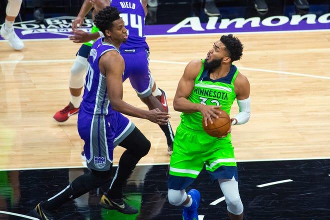 Sacramento Kings center Hassan Whiteside (20) guards Minnesota Timberwolves center Karl-Anthony Towns (32) during the first quarter.