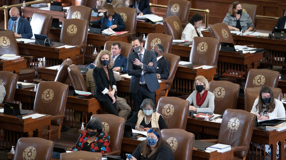Texas House gives initial OK to body camera legislation 45 minutes before deadline, as dozens of bills die