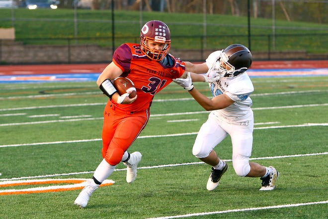Penn Yan-Dundee's # 31 Kenny Empson gets a handoff from the quarterback and rushes to the outside of the line in the football game played against East Rochester-Gananda April 19.