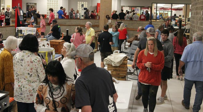 Attendees look at some of the auction items available at last Monday's Project Graduation at Glen Rose High School.