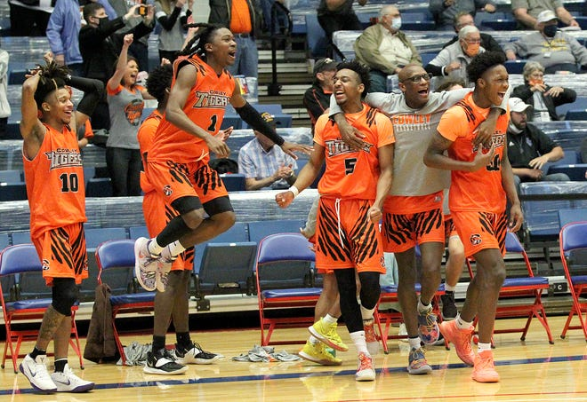 Cowley County knocks off top seed Mineral Area 105-101 during the quarterfinal game of the NJCAA Men's Div I Basketball Championship Tournament Thursday.