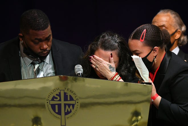 Father Arbuey Wright and mother Katie Wright give remarks alongside sister Diamond Wright and Rev. Al Sharpton during a funeral held for Daunte Wright at Shiloh Temple International Ministries on April 22, 2021 in Minneapolis.