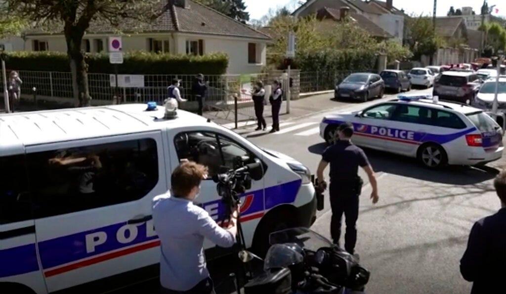 France opens terrorism probe in police station stabbing 1