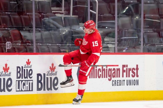 Sayap kiri Dallas Blake Comeau merayakan gol ketiganya malam itu di babak ketiga selama pertandingan antara Detroit Red Wings dan Dallas Stars, di Little Caesars Arena, di Detroit, 22 April 2021.