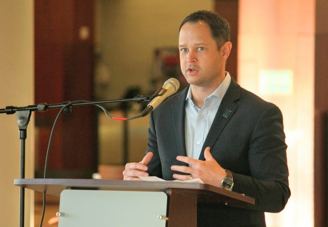 Justin Winslow, CEO of the Michigan Restaurant & Lodging Association, speaks to a small group of people during a City of Novi event held April 22 at Twelve Oaks Mall.