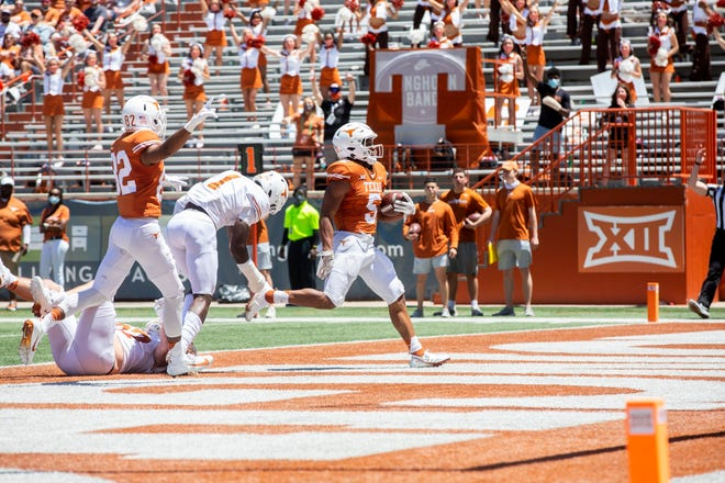 Texas running back Bijan Robinson scores the first touchdown of the day in Saturday's Orange-White game.