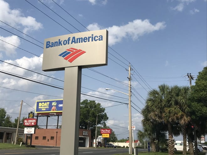 A man who tried to rob the Bank of America on East Silver Springs Boulevard was arrested Saturday afternoon by Ocala police officers.