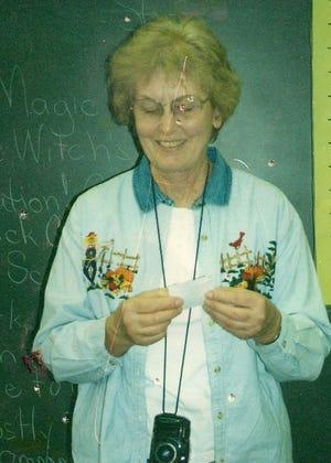 Glenda Blackshaw teaching at Gateway Elementary School.