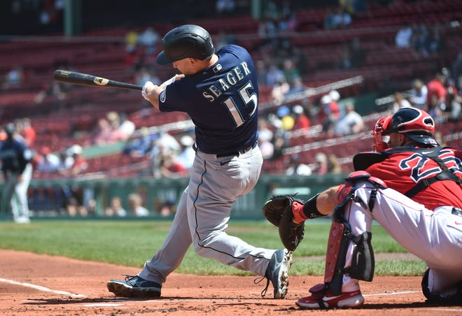 The Mariners' Kyle Seager delivers an RBI single in the first inning against the Red Sox.