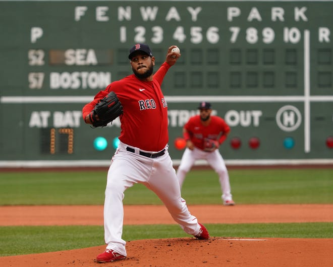Red Sox starting pitcher Eduardo Rodriguez delivers against the Mariners in the first inning Sunday at Fenway Park.