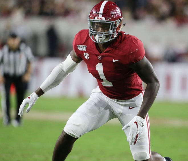 Former Alabama linebacker Ben Davis will transfer to Texas after announcing his intentions to do on Twitter Monday.
