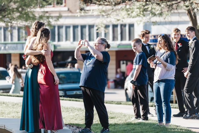 Families take photos on the Phillips Plaza in downtown Bartlesville before the Bartlesville High School prom on Saturday, April 24.