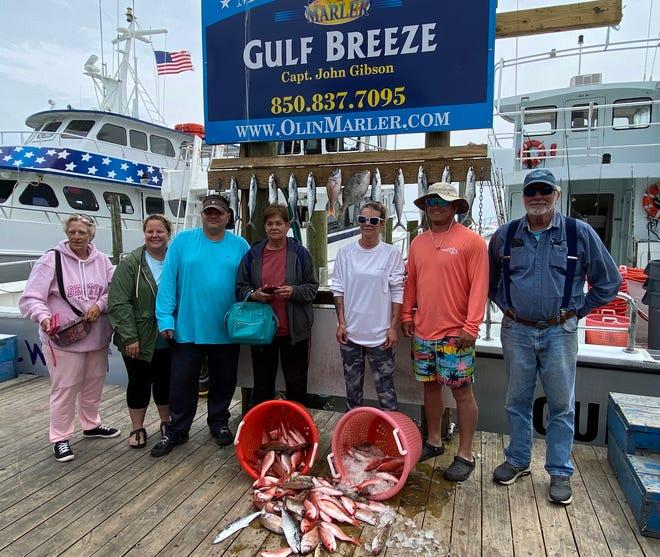 El capitán John Gibson y la tripulación navegaron el viernes en el Gulf Breeze cargado de mingo, pargo blanco, pez ballesta y caballa española.