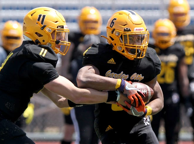 Garden City Commnity College running back Jordan Ford, right, takes a hand off from quarterback Mike Irwin Sunday at Hutchinson.