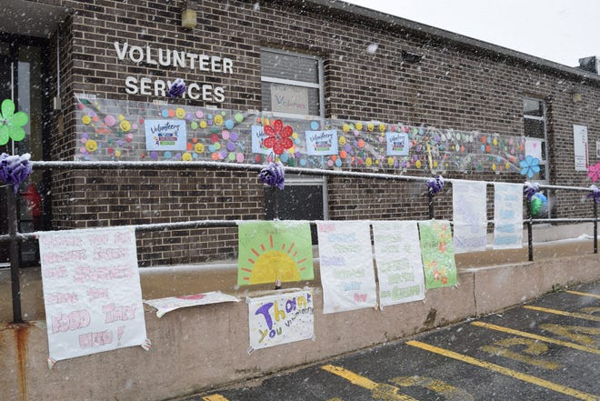 Camdenton R-III holds a drive-thru lunch for school volunteers.