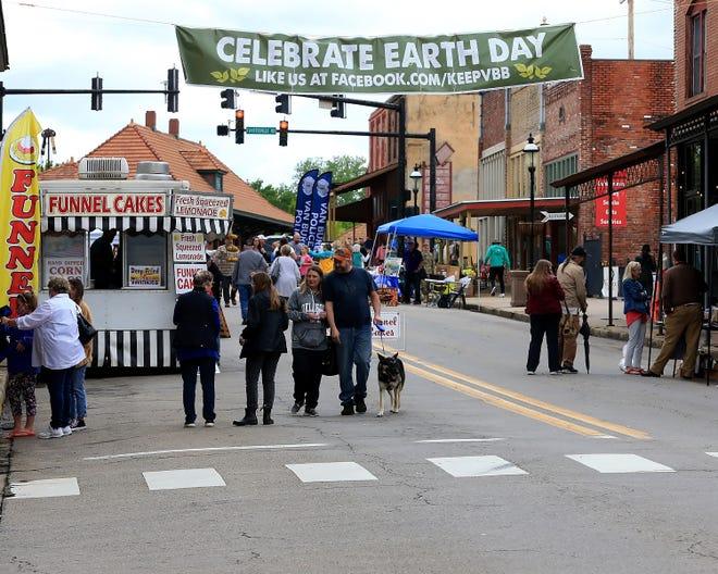 The annual Van Buren Earth Day Festival started, Saturday, April 24, under cloudy skys in historic downtown Van Buren.