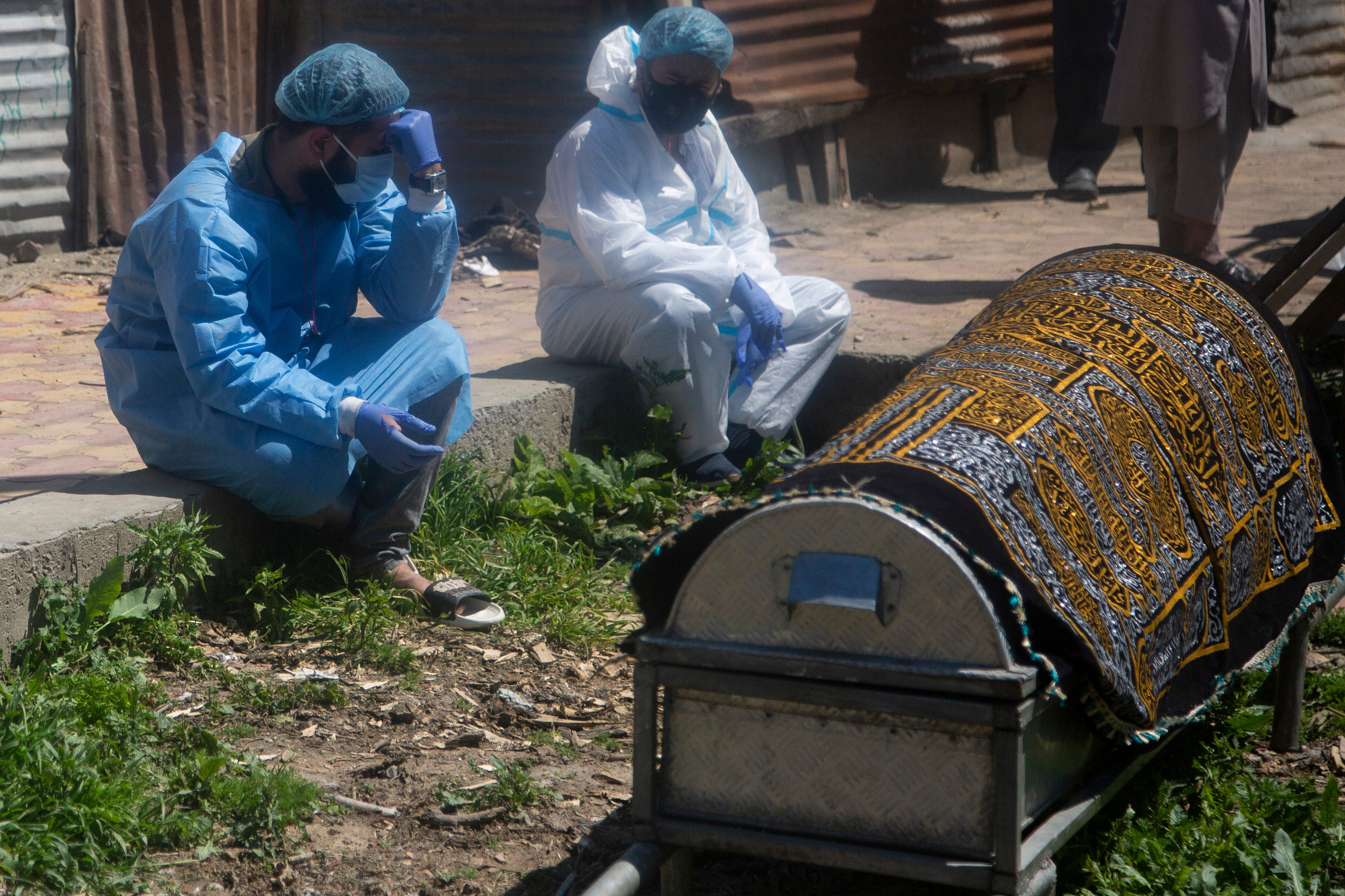 Virus 'swallowing' people in India; crematoriums overwhelmed 1