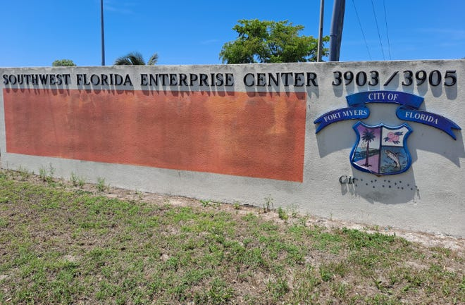 An agreement has been reached between the Fort Myers Community Redevelopment Authority and the NAACP to avoid court proceedings on evicting the civil rights group for staying longer than permitted at the business incubator facility.