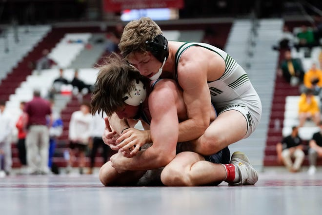 Andrew Troczynski of Delbarton, right, wrestles Matt Hoelke of Highland in the 152-pound state final on the second day of the 2021 NJSIAA wrestling championships on Sunday, April 25, 2021, in Phillipsburg, N.J.