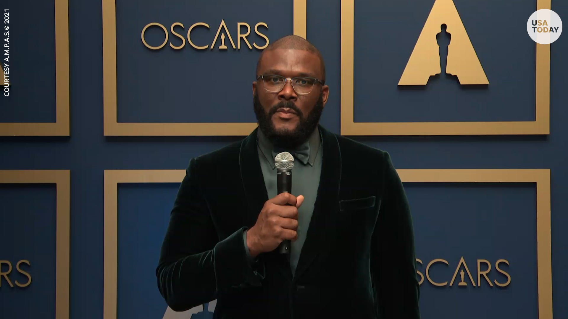 Tyler Perry called to 'refuse hate,'and meet in the middle during his Oscars 2021 speech