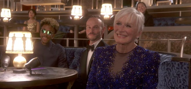 Glenn Close smiles before twerking during one of the Oscars' wildest moments.