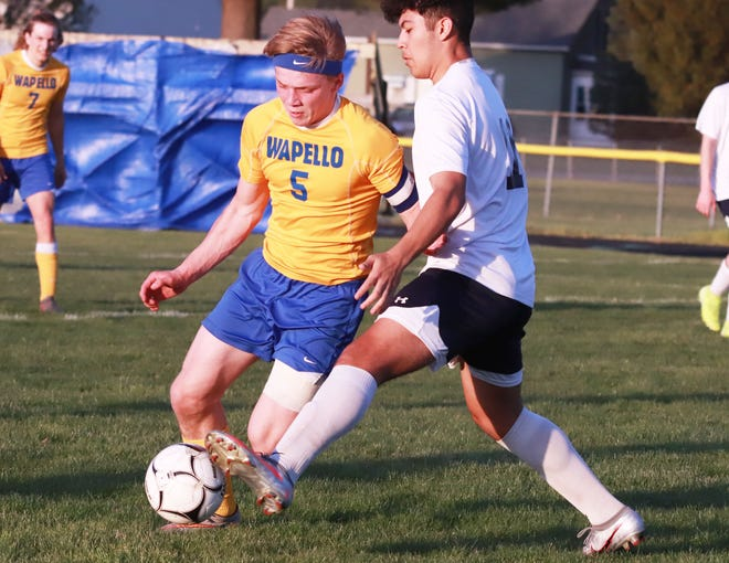 Wapello's Christopher Ewart (5) and Notre Dame-West Burlington's Gabe Zurita battle for the ball in the Nikes' win over Wapello