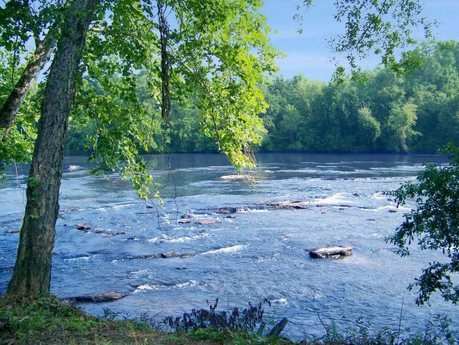 The Broad River Greenway is a great place for kayaking for those looking for a nearby retreat.