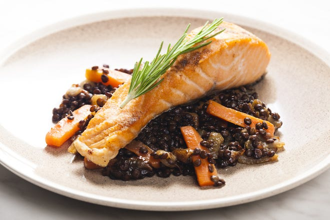 Salmon fillet with lentils and carrots.