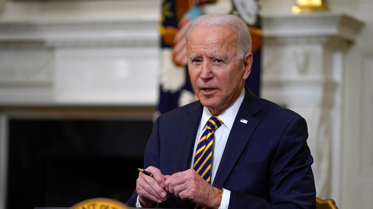Biden to sign $15 minimum wage for federal contract workers 2