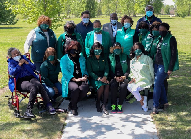 The Jackson (TN) Chapter of The Links, Inc. donated a Positivity Bench to encourage a positive environment of support, build an inclusive culture and be a safe space for people to talk about the issues affecting them. The bench was installed at Shirlene Mercer Park on Thursday, April 22, 2021. Mercer, City of Jackson Mayor Scott Conger, city councilman Johnny Dodd and Jackson Parks and Recreation Director Tony Black are pictured with ladies of the Jackson chapter of Links, Inc.