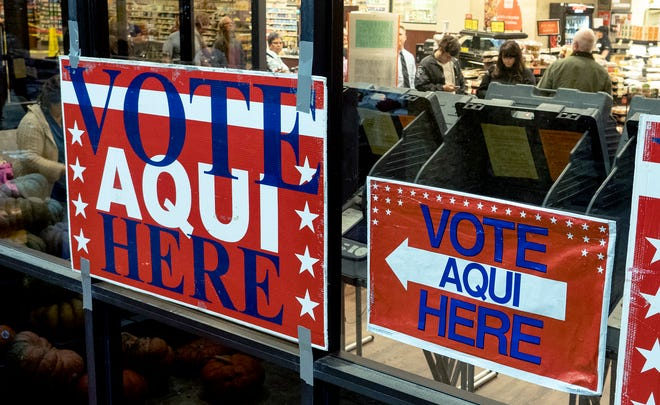 """""""Vote Aqui Here,"""" sign for early voting points toward the entrance of the Randalls grocery store at Brodie Lane and Slaughter Lane in Austin, on Oct.22, 2018. [Rodolfo Gonzalez for AMERICAN-STATESMAN]"""