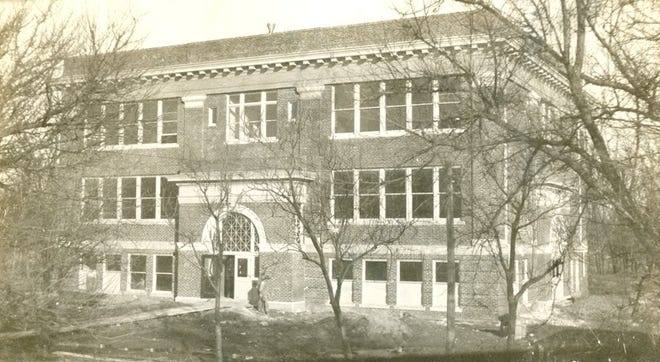 The original Northside School was located at 7th and Walnut. It was torn down in 1910 to make room for the high school.  Then the second Northside School was built at 930 North Maple, shown here at completion in 1910.