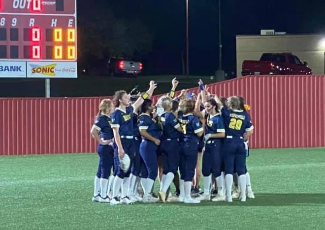 The Stephenville High School Bees beat Gatesville 8-7 on Tuesday to advance to the playoffs. The Bees played Iowa Park on Thursday evening, dropping a 15-0 contest. Game 2 of the series was scheduled for Friday evening at Iowa Park.