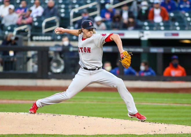 Red Sox right-hander Garrett Richards delivers during the first inning against the Mets at Citi Field.