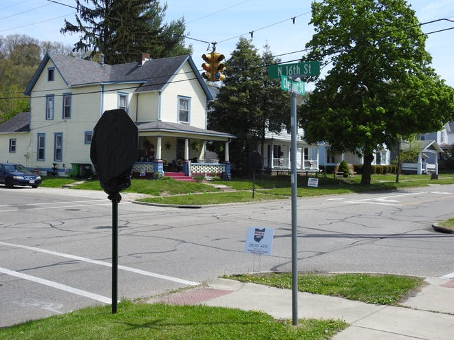 A broken traffic light at the intersection of Chestnut and North 16th streets dating back to 1952 will be removed and the intersection turned into a four-way stop. Covered stop signs are at the intersection now.