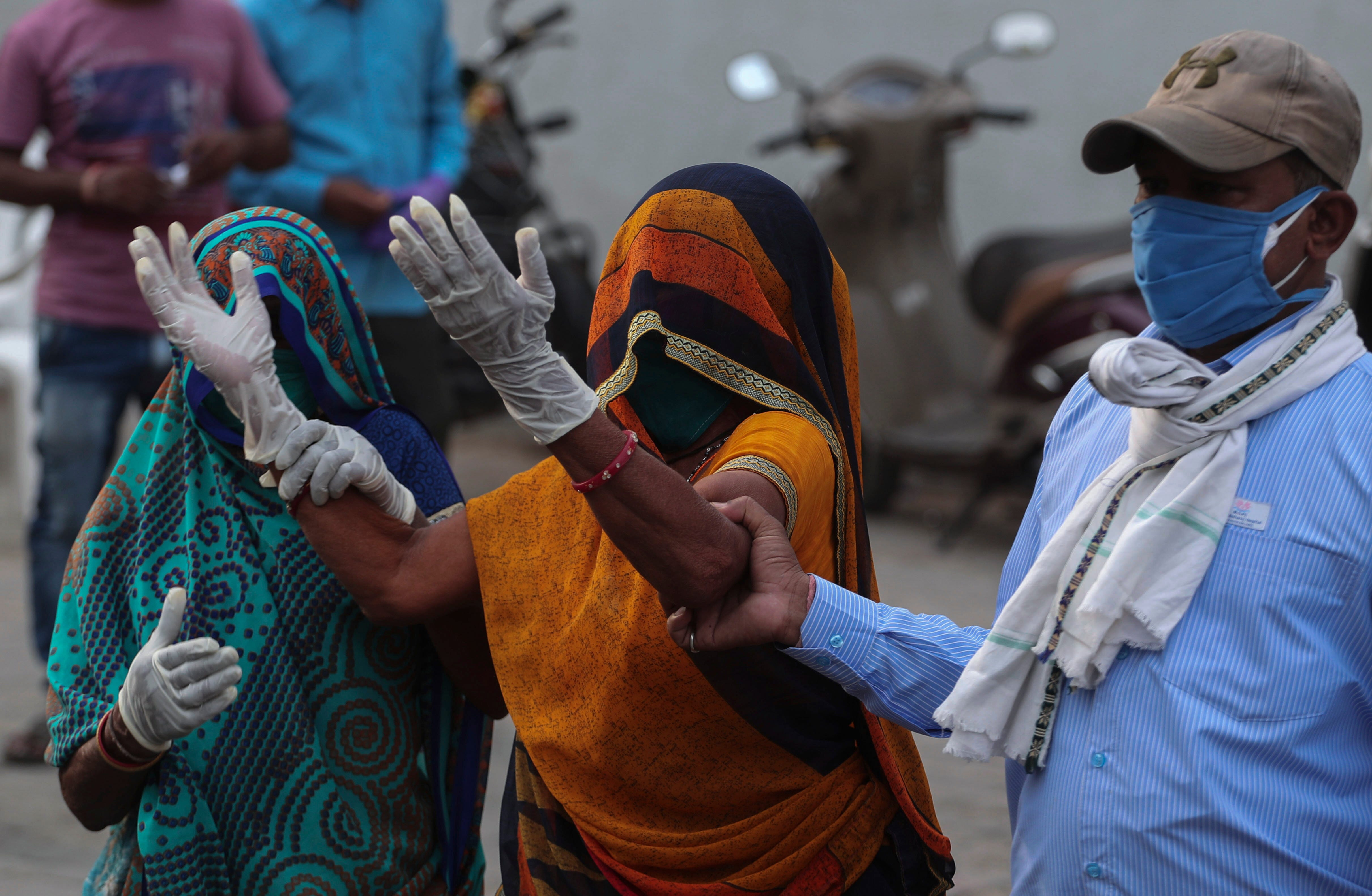 India breaks global record for new coronavirus cases for sixth day in a row as more countries pledge support 1