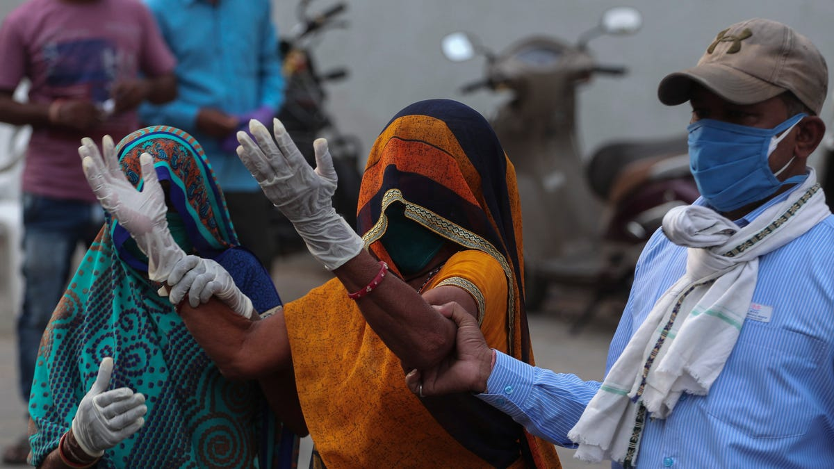 India breaks global record for new coronavirus cases for sixth day in a row as more countries pledge support 2